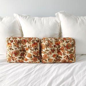 Set of 2 Vintage 70s Floral Accent Pillows